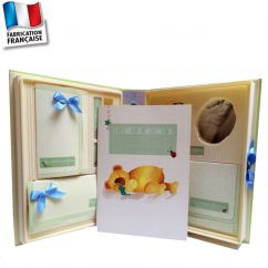 http://www.cadeaux-naissance-bebe.fr/4237-14354-thickbox/coffret-naissance-complet-avec-kit-empreinte-bebe.jpg
