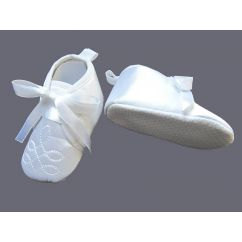 http://www.bambinweb.com/5027-10657-thickbox/chaussures-blanches-bapteme-et-ceremonie-0-6-mois.jpg