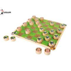 http://www.bambinweb.com/5119-10938-thickbox/jeu-de-dames-avec-shaun-le-mouton-en-bois.jpg